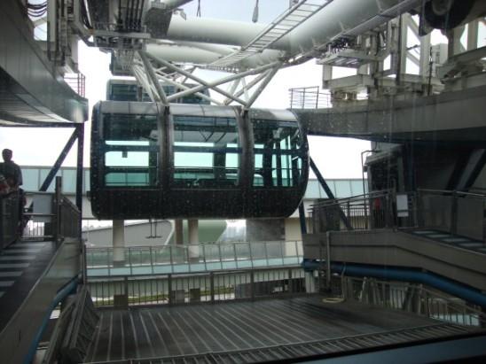 Singapore flyer's cabin