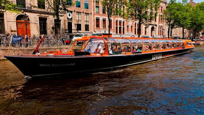 Lover's canal cruise, Amsterdam, Netherlands